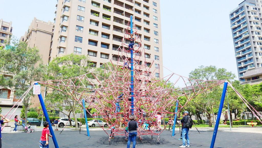 2019.03.31 新竹兒一公園 大型攀爬網 兒童繩索公園 (1).JPG