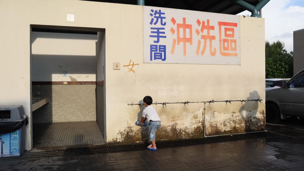 2019 彰化親子遊 王功採蚵車 挖蛤蜊 烤鮮蚵 (20).JPG