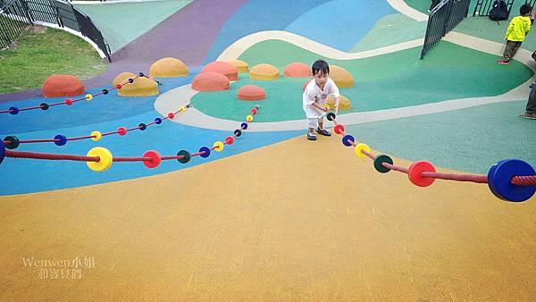 新北大都會公園由兒童遊戲場 幸運草地景溜滑梯.jpg