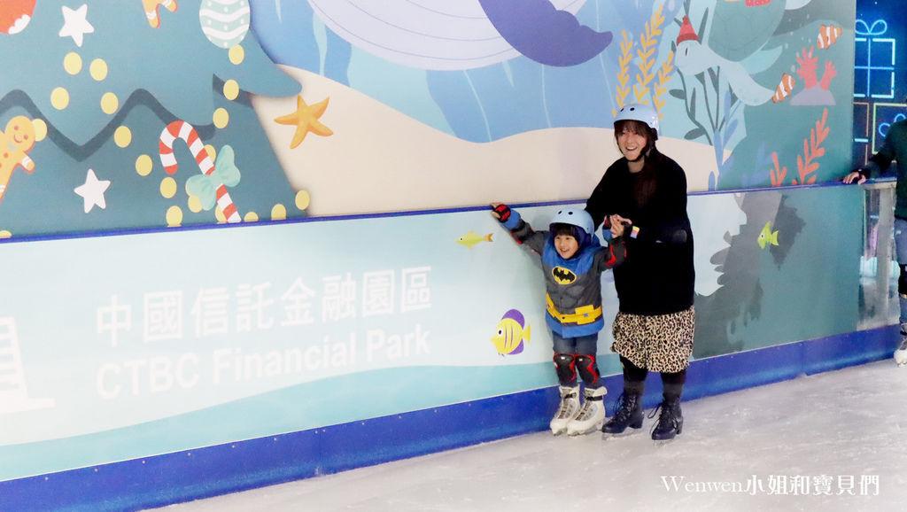 2019~2020中國信託金融園區戶外免費滑冰場 (22).JPG