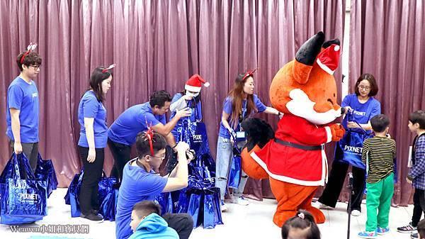 2019.12.24 PIXNET聖誕公益活動 新北市烏來國小 (14).JPG