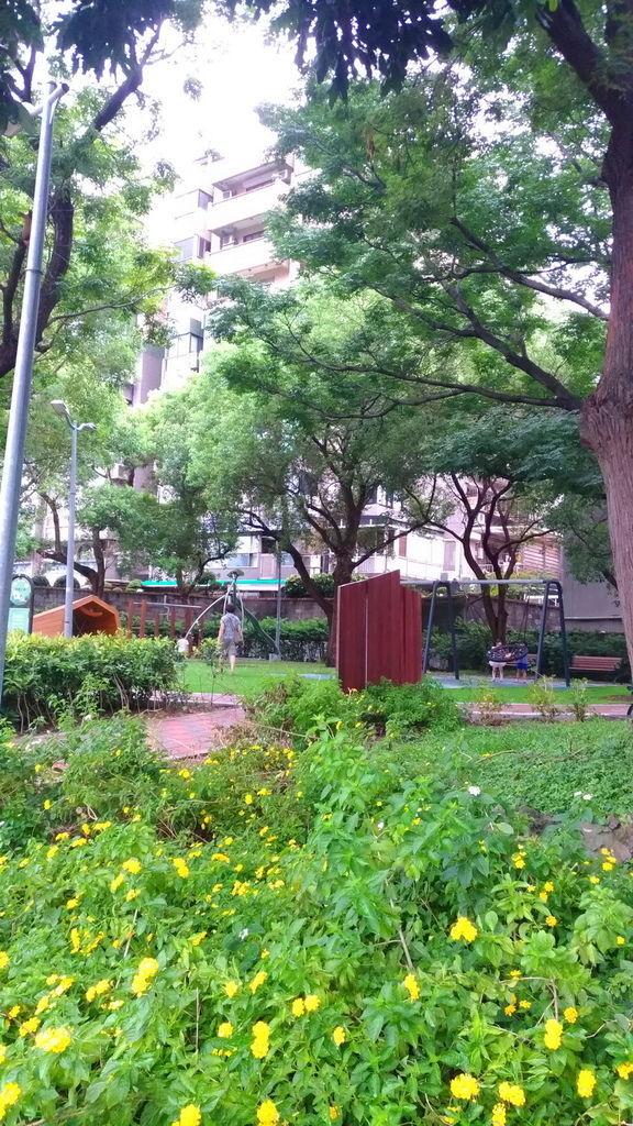 2020.03 台北特色公園 榮富公園入口地點 (1).jpg
