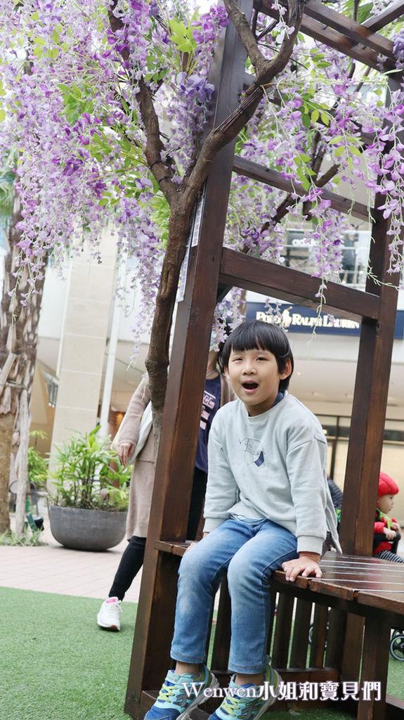 2020.04.05 林口三井outlet mall 紫藤花造景 (9).JPG