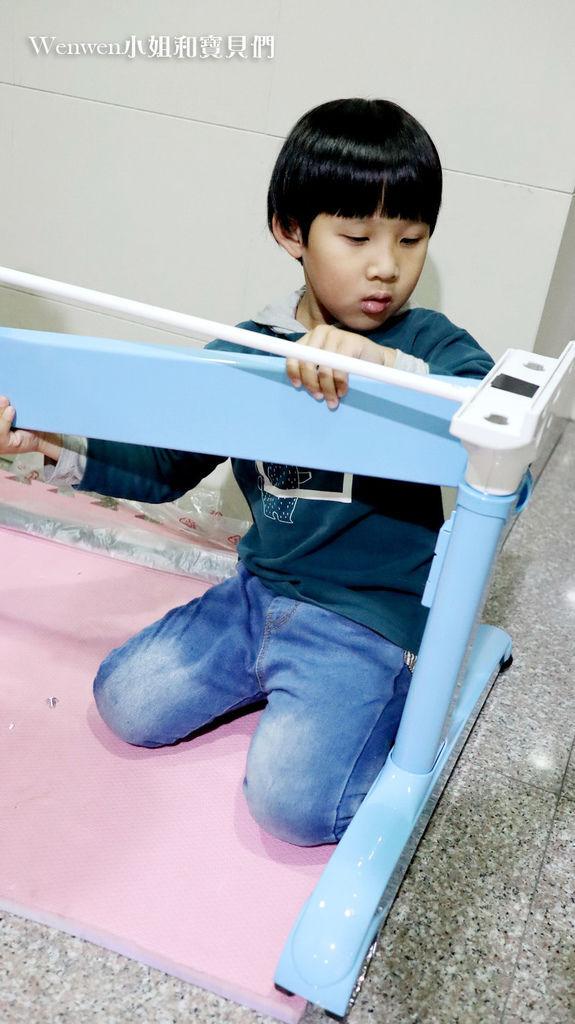 2020.04 小學預備用品 欣美SingBee 兒童成長書桌椅兒童人體工學椅 組裝 (7).JPG