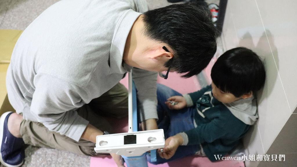2020.04 小學預備用品 欣美SingBee 兒童成長書桌椅兒童人體工學椅 組裝 (8).JPG
