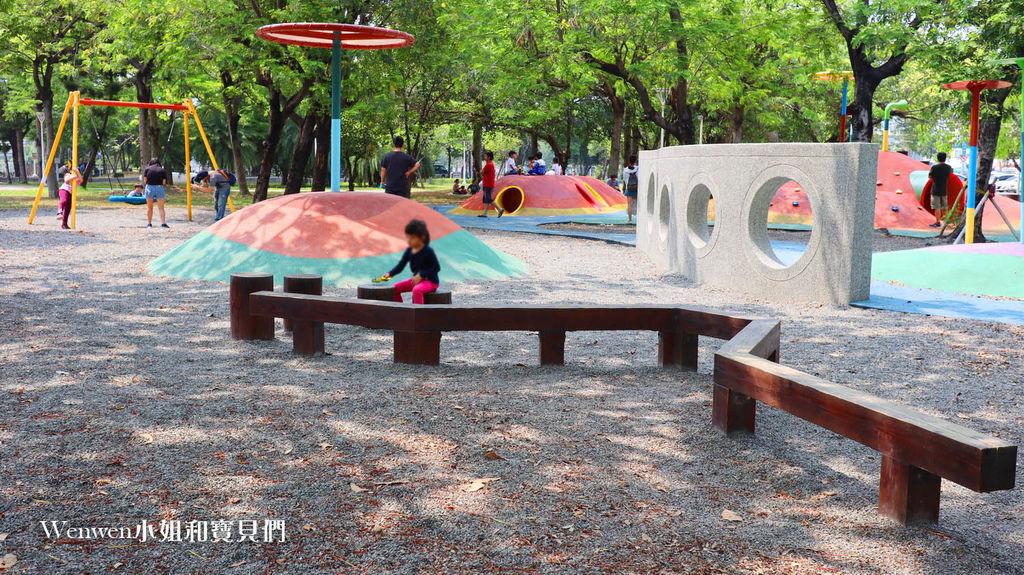高雄特色公園親子景點 蓮池潭兒童公園遊戲場 (20) .JPG