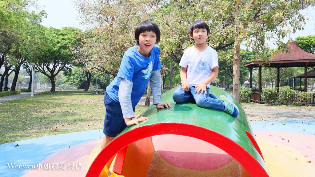 高雄特色公園親子景點 蓮池潭兒童公園遊戲場 (7) .JPG