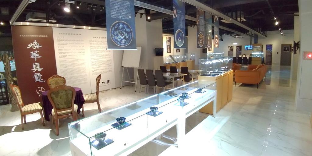 2020桃園親子景點 侏羅紀博物館 化石清修diy 恐龍化石 寶石原礦 (50)_exposure.jpg