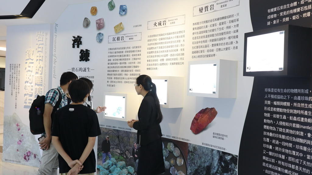 2020桃園親子景點 侏羅紀博物館 化石清修diy 恐龍化石 寶石原礦 (7).JPG