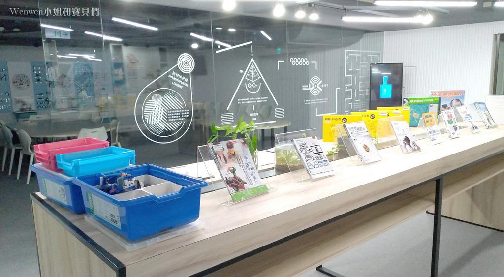 2021新店親子 新北市青少年圖書館 創新學習中心電競館 (2).jpg