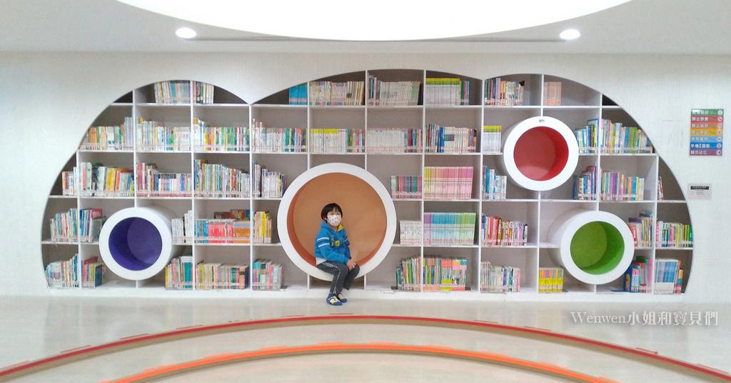 2021新店親子景點 新北市青少年圖書館兒童書庫親子共讀區 (2).jpg