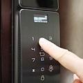 酷可可QGOGO電子鎖推薦 指紋鎖 密碼鎖 R6800全自動門鎖可視貓眼監控 (8).JPG