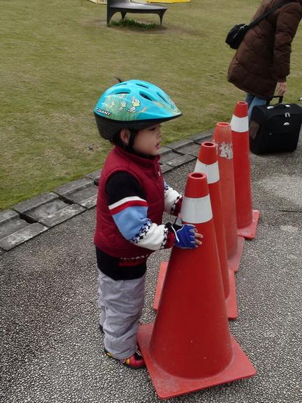 2011.01.08 華山創意園區騎車 (14).JPG