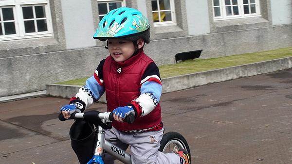 2011.01.08 華山創意園區騎車 (5).JPG