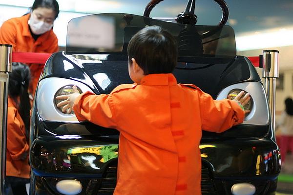 2011.01.14 Baby Boss 職業體驗 (5) 汽車檢修中心.JPG