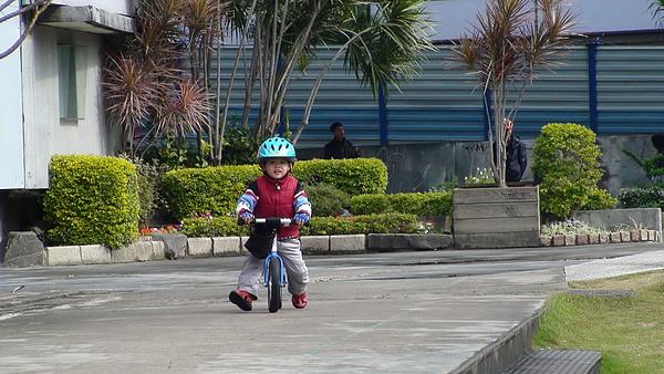 2011.01.08 華山創意園區騎車 (4).jpg