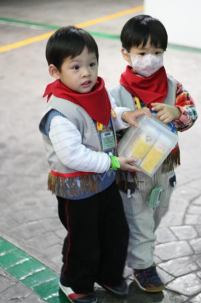 2011.01.14 Baby Boss 職業體驗 (1) 牛奶配送員.JPG