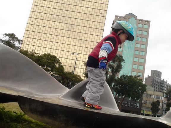 2011.01.08 華山創意園區騎車 (16).JPG