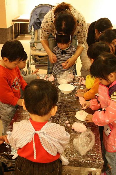 2010.12.22 讀書會 冬至搓湯圓 (21).jpg
