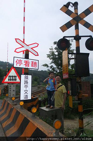 2011.05.22 十分幸福之 鐵道 賞螢 天燈 (19).JPG