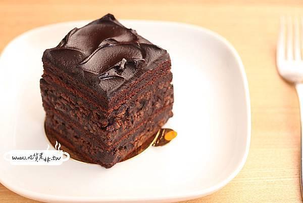 30-榛果巧克力蛋糕.jpg