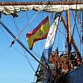下了船......風才剛夠把旗子撐起來.....熱啊!!!