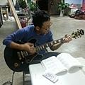 2013_04_13為團慶練吉它