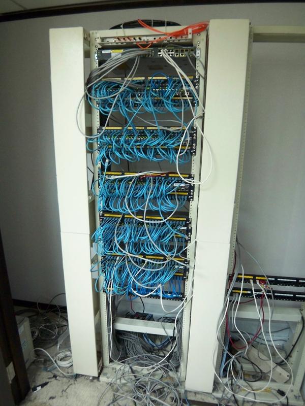 C 機房整理前 100_0731.JPG