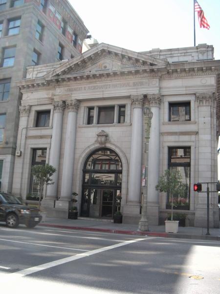 落山磯市中心的農商銀行