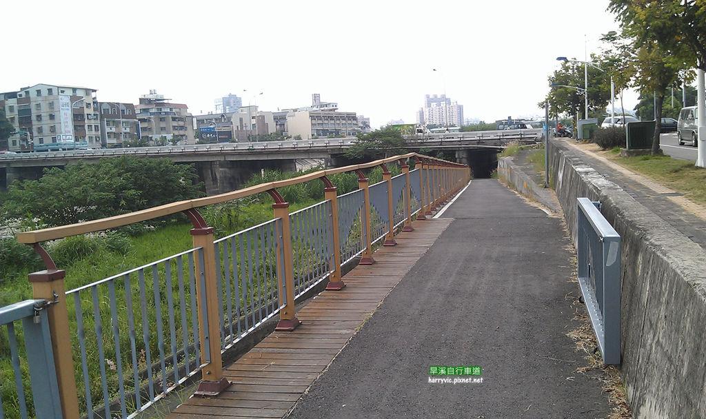 東山路橋下