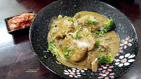 雞肉綠咖哩蓋飯