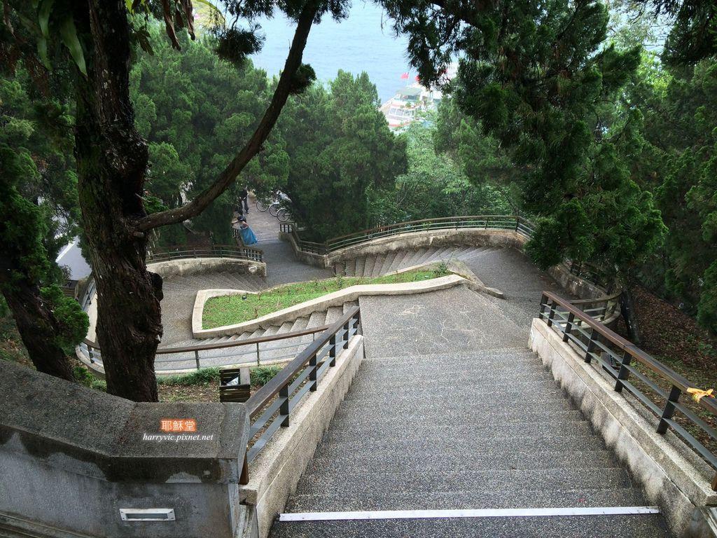 耶穌堂-階梯
