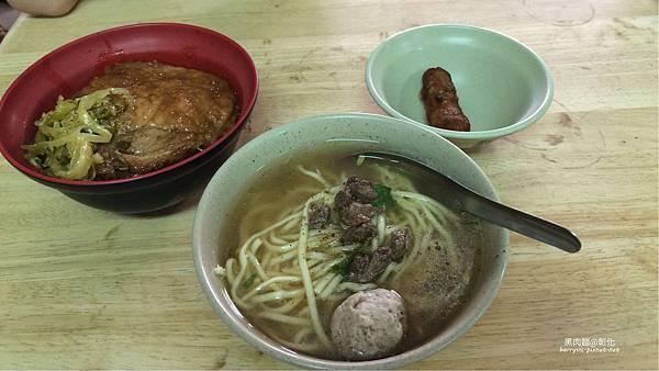 排骨飯、黑肉麵、雞捲