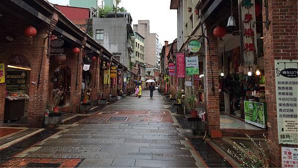 下雨的深坑老街