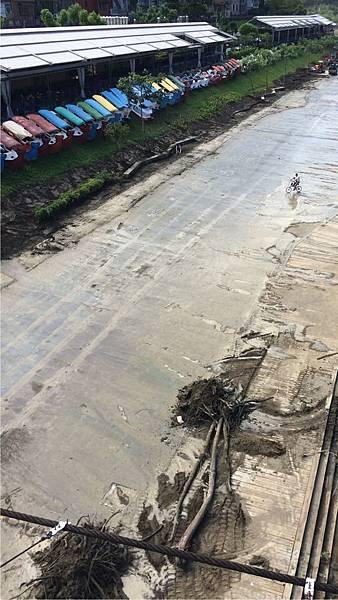 碧潭-颱風過後的泥濘