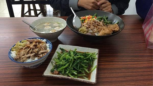 鴨肉飯便當+青菜