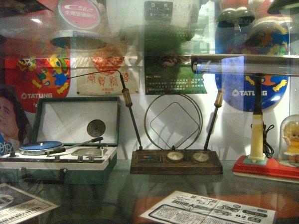 唱盤機和收音機耶