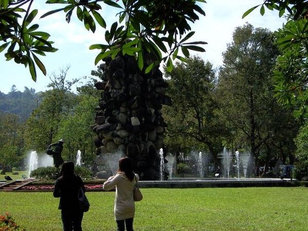 牛耳石雕石柱