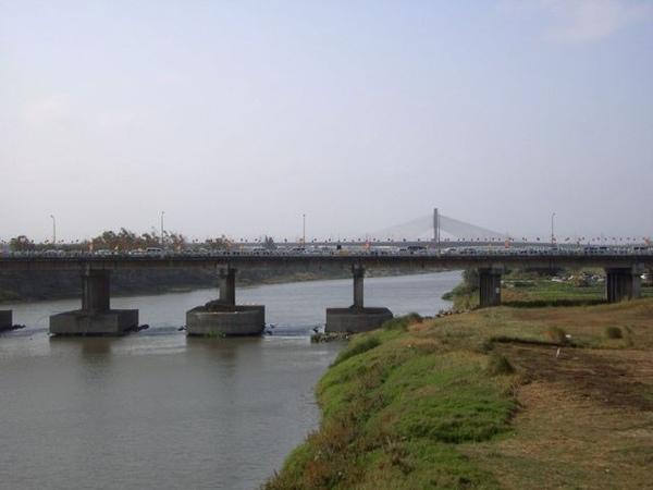 觀光大橋遙望另一座橋