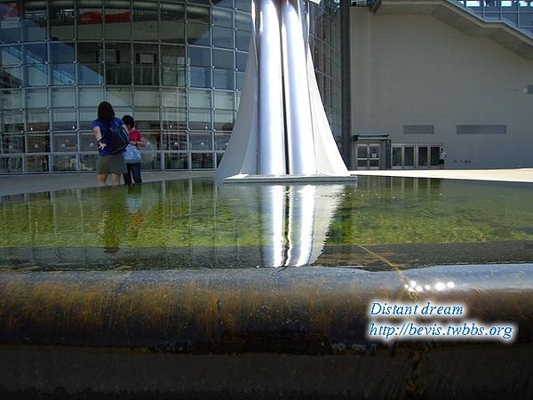 新竹高鐵梁柱水池