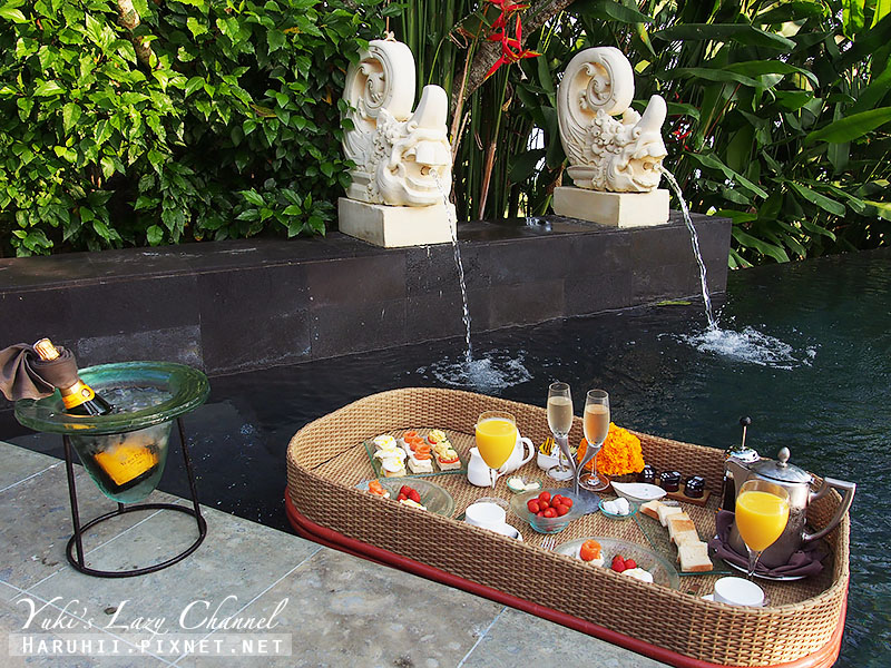 AYANA Resort VILLA漂浮早餐