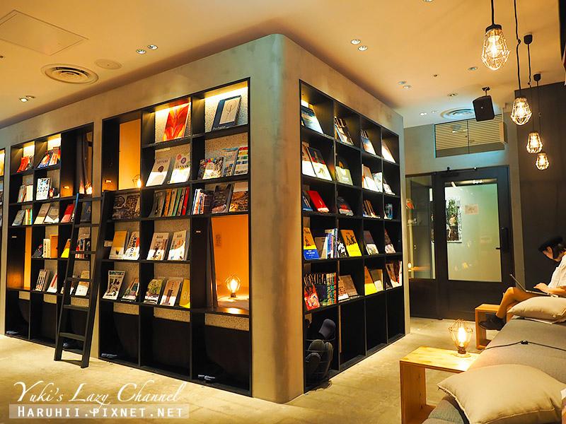Book and bed Tokyo Fukuoka0.jpg