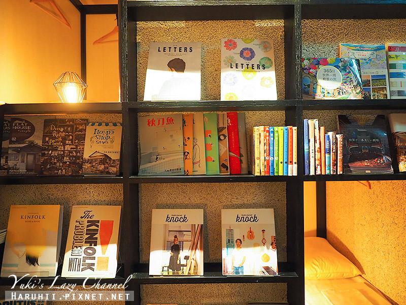 Book and bed Tokyo Fukuoka4.jpg