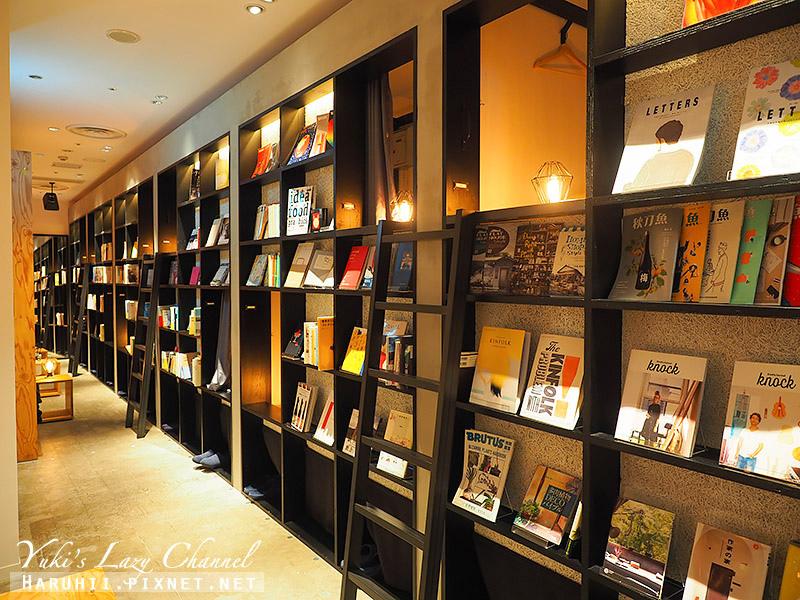 Book and bed Tokyo Fukuoka7.jpg