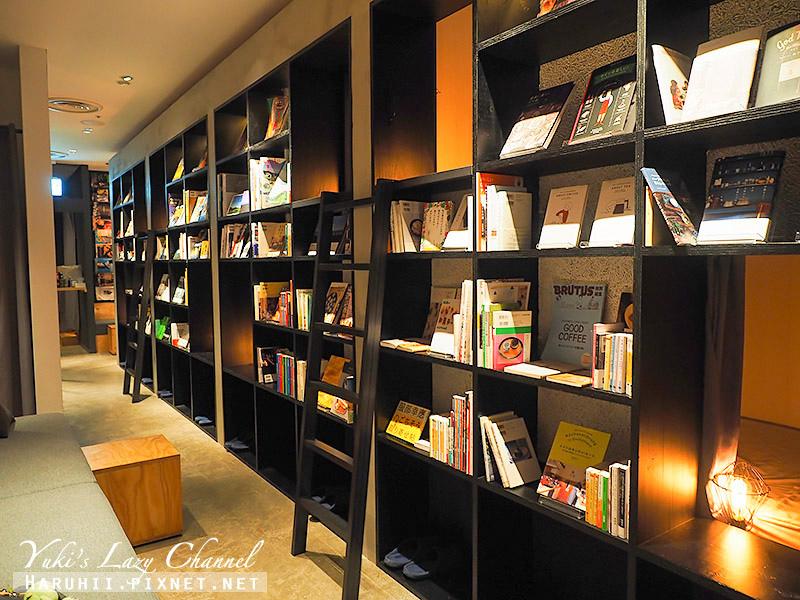Book and bed Tokyo Fukuoka10.jpg