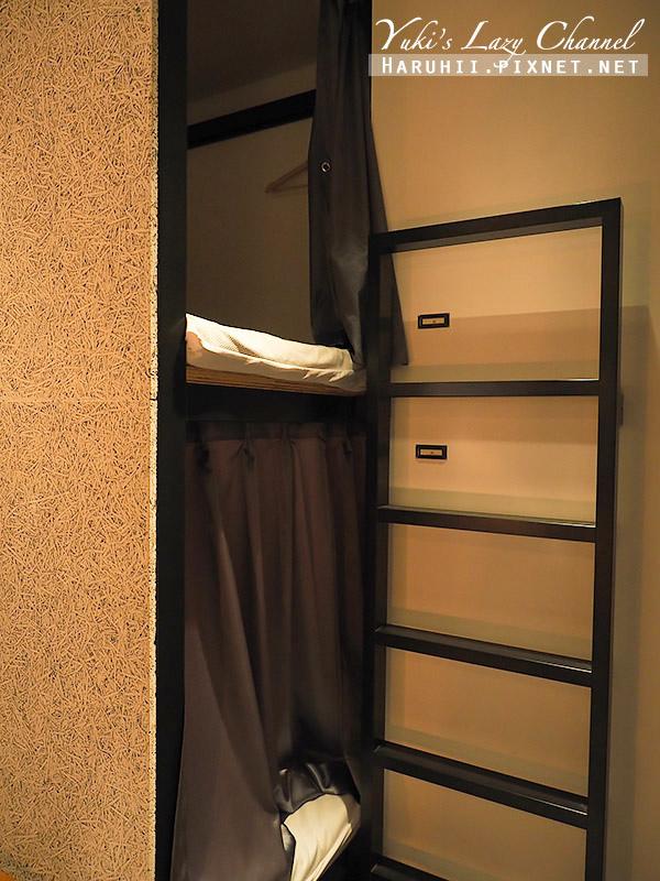 Book and bed Tokyo Fukuoka11.jpg