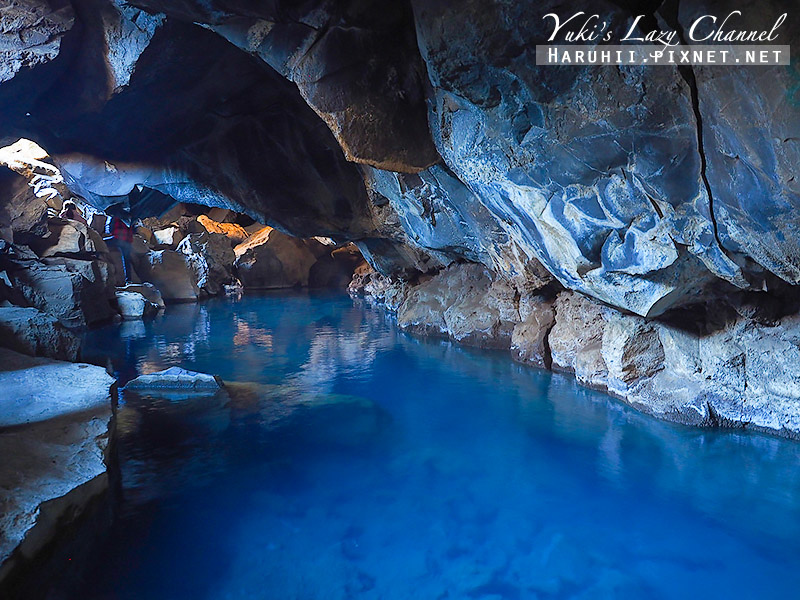 Grjótagja cave地洞溫泉.jpg