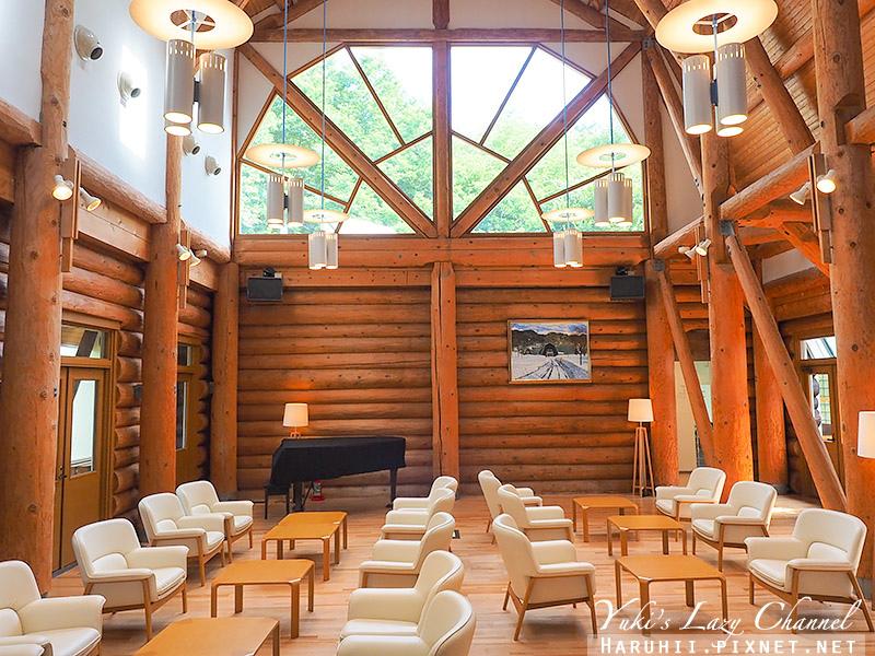 Log Hotel Maple Lodge1.jpg