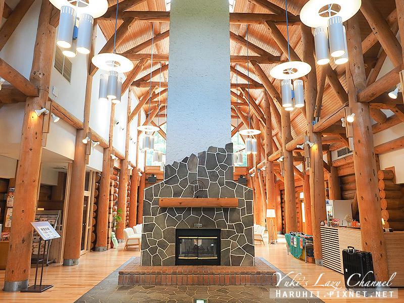 Log Hotel Maple Lodge3.jpg