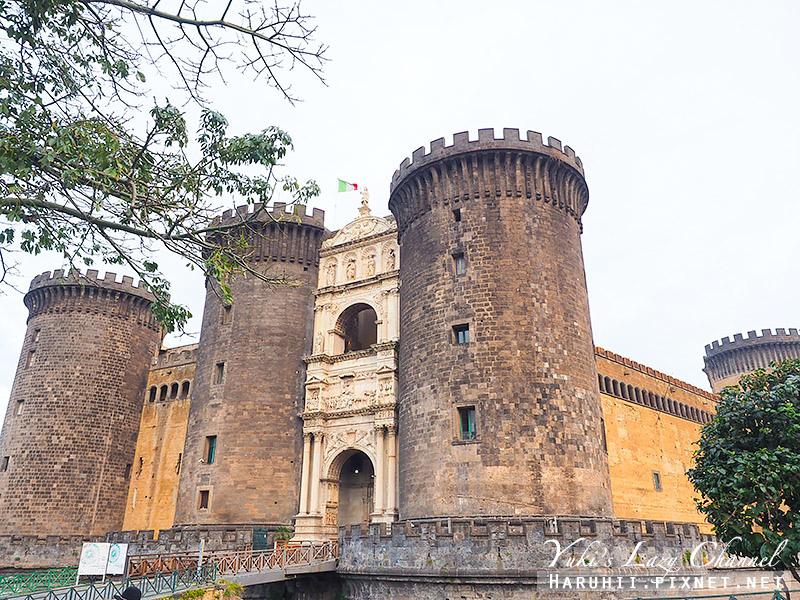 新堡 Castel Nuovo1.jpg